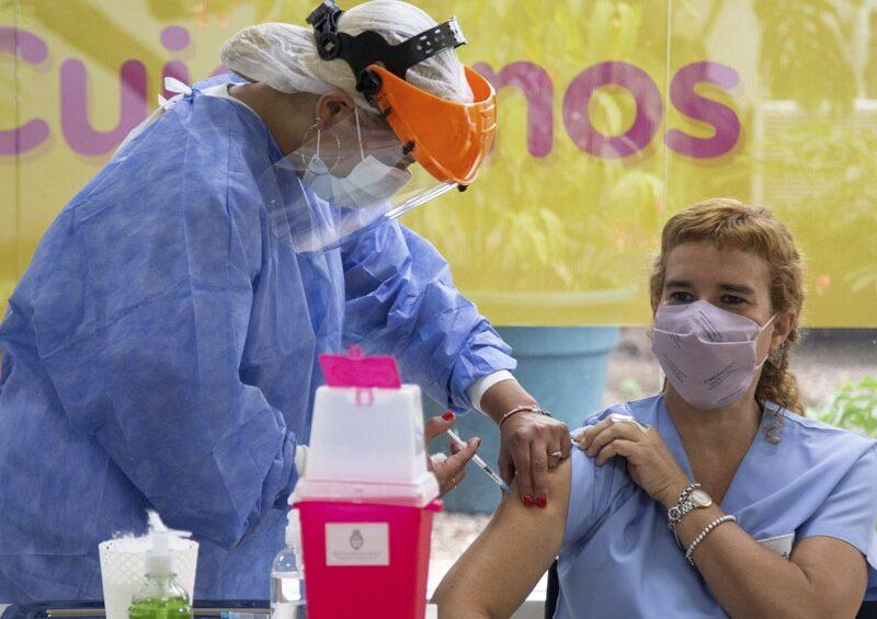 El Gobierno espera para esta semana un millón de dosis de la vacuna china Sinopharm