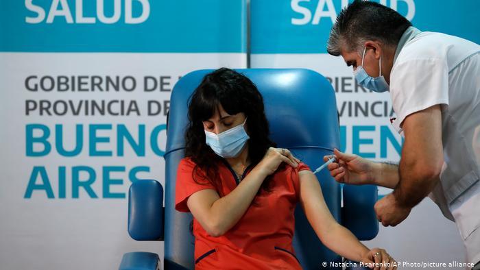 El Gobierno confirmó que la Argentina recibirá 500 mil dosis más de vacunas Sputnik V