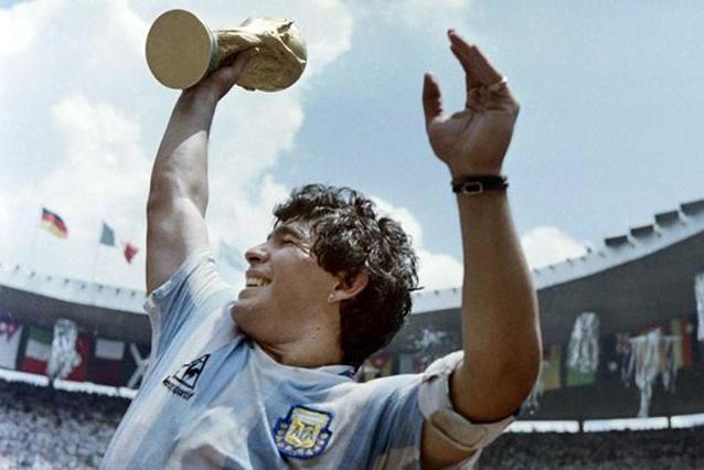 Inauguran en Serbia una sensacional muestra de fotos de Maradona